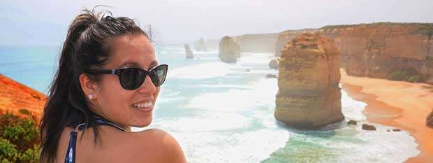 Travel Blogger Kim-Ling in front of the Twelve Apostles