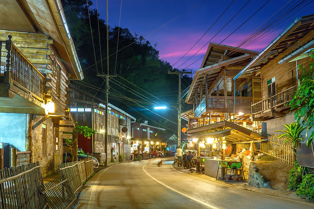 Mae Kampong by night