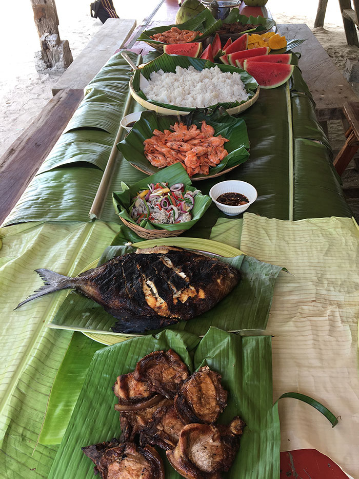 Boodle fight, Philippines