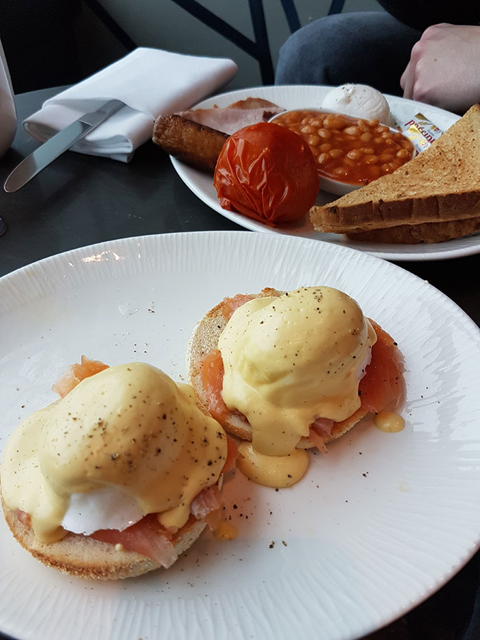 Clubrooms Lounge, London Gatwick, breakfast