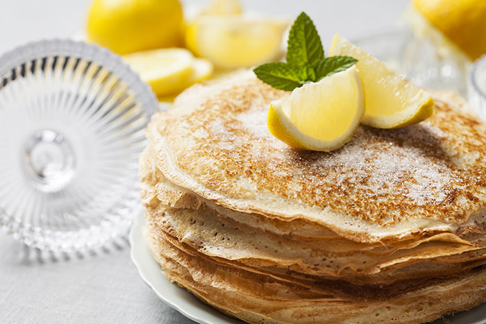 English-style pancakes with lemon and sugar