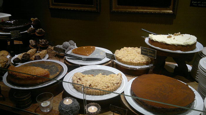 Vegan and vegetarian cakes at Hermans, Stockholm (image: Flickr Foreningen fri kultur och programvara)