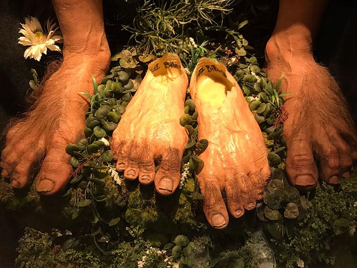 Hobbit feet, Weta Cave