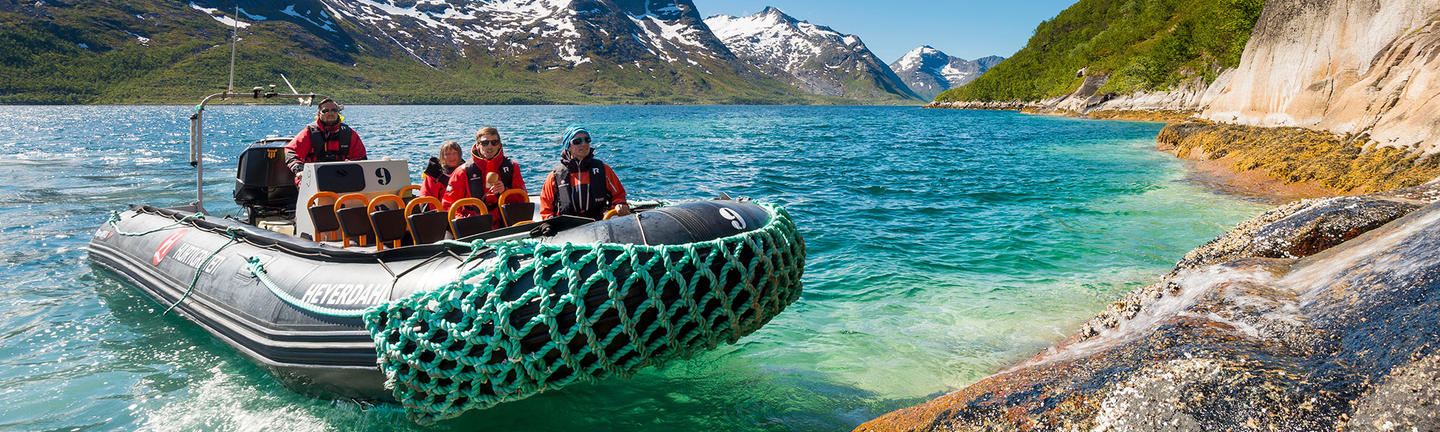 An on shore excursions with Hurtigruten. Image by Tor Farstad