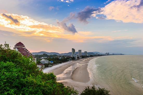 Sun set at Hua-Hin beach in Thailand