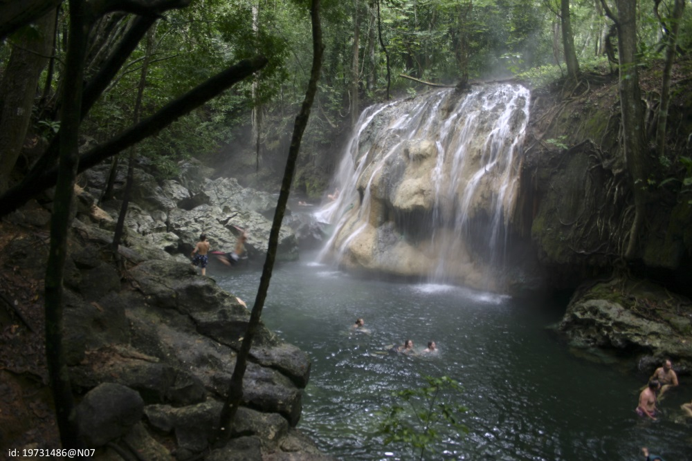 rio-dulce-hot-waterfall