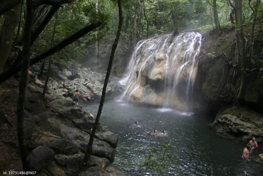 rio-dulce-hot-waterfall