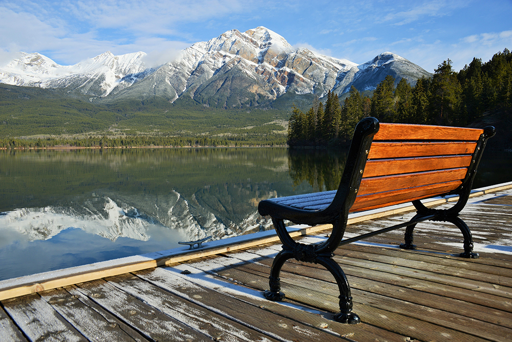 View of floating pier with bench and reflection of Pyramid mountain in Pyramid Lake in Jasper National Park, Canada, UNESCO World Heritage site-RS