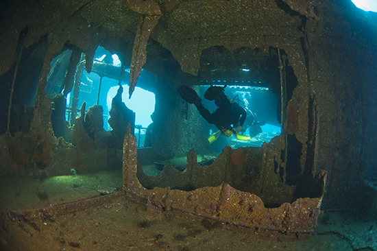 RS 4 Wreck dive Malaysia shutterstock_81870955