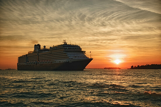 RS cruise ship Hawaii - shutterstock_86757928