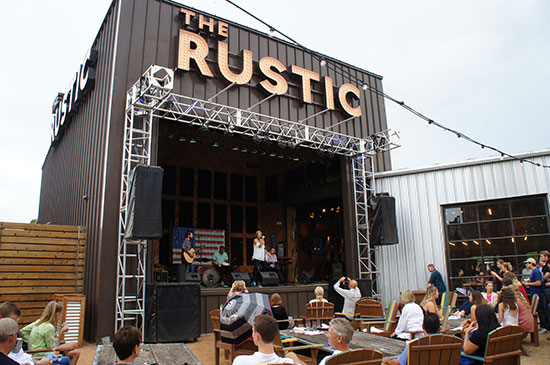 A live band performing at The Rustic. Image: Lauren Burvill