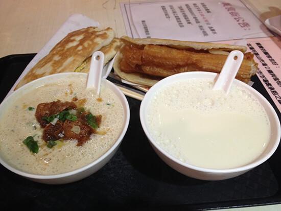 Breakfast at Fu Hang Dou Jiang (image: Claus Gurumeta)