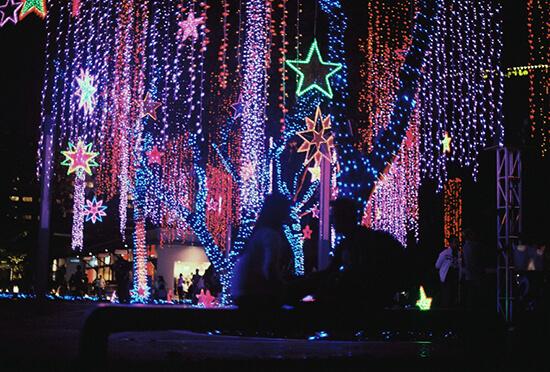 Ayala Triangle Gardens at Christmas (image: Daniel Ansel Tingcungco/Flickr)