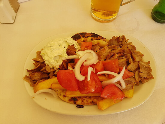 A delicious plate of gyros (image: Alexandra Gregg)