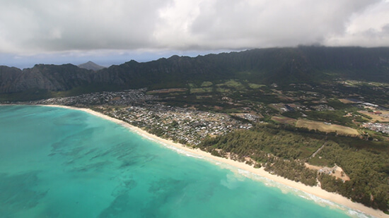 The beaches and mountains of Oahu are best experienced by helicopter (image: Phil Murray)