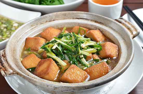 Clay pot tofu and green onions
