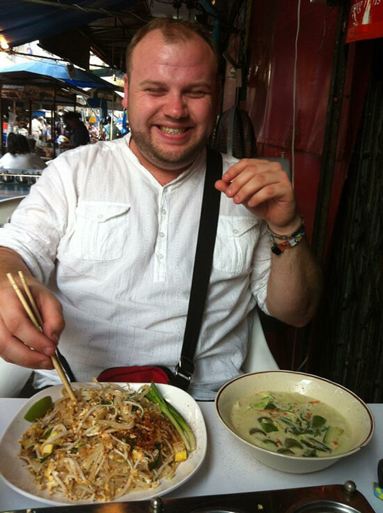 Welshy trying Thai noodles in Bangkok
